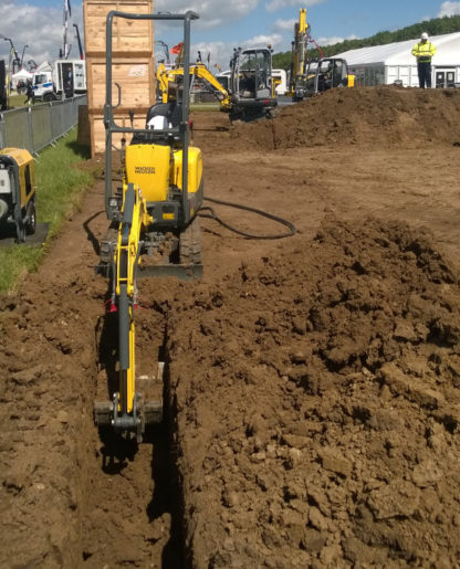 Mini Excavator / Digger 1.0 Tonne - In Action 6