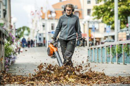 Petrol Leaf Blower / Vacuum - In Action 3
