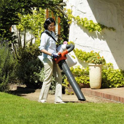 Petrol Leaf Blower / Vacuum - In Action 4